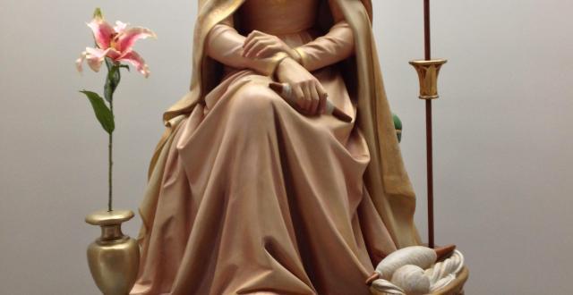 Statue of Mater at Colegio Guadalajara del Sagrado Corazón in Guadalajara, México
